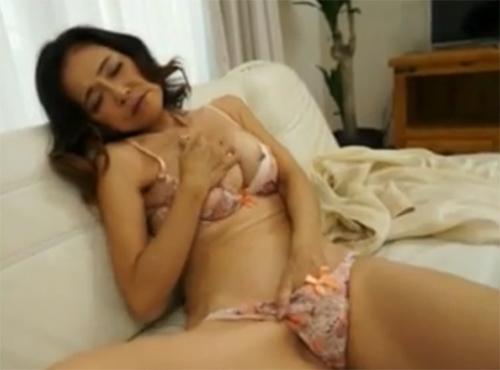 還暦60歳美魔女おばさんの閉経中出しセックス流出動画