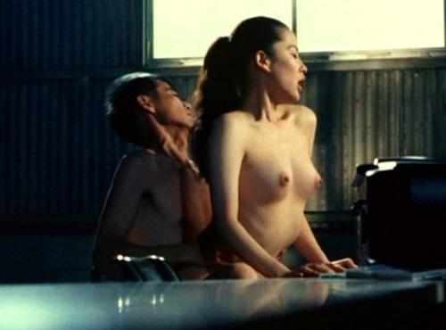 愛の新世界(1994年)鈴木砂羽のセックスヌード濡れ場シーン
