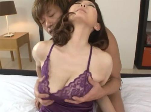 熟れ爆乳おばさんがスライム乳を激しく揺らして膣出しファック性交動画